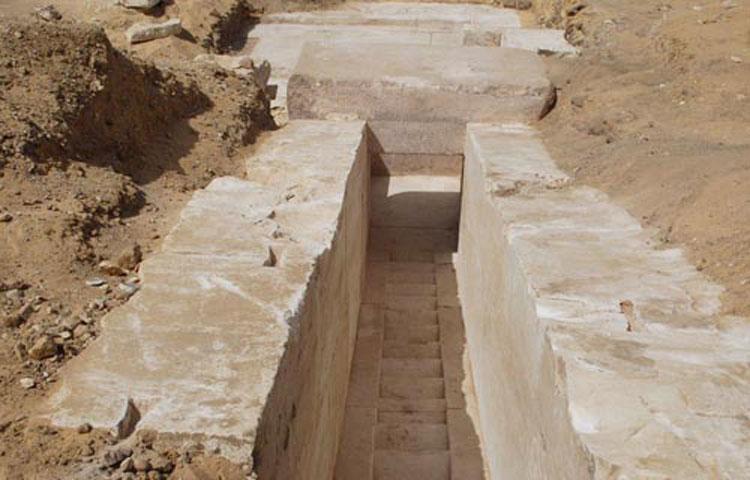 Οι Αιγύπτιοι αρχαιολόγοι ανακάλυψαν «έναν διάδρομο που οδηγεί στο εσωτερικό της πυραμίδας», καθώς και «την είσοδο μιας αίθουσας».