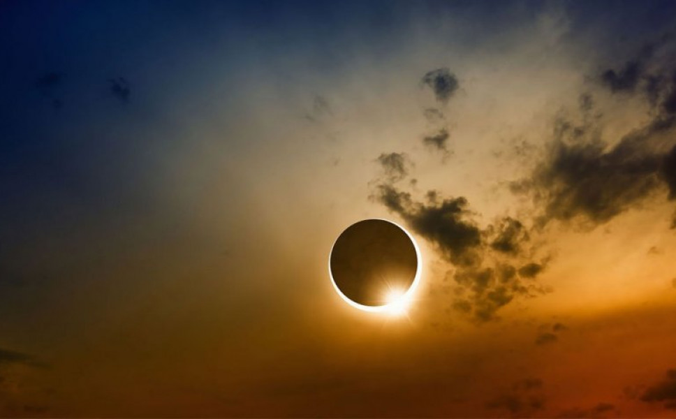 Oλική έκλειψη Ηλίου στις ΗΠΑ [εικόνες]