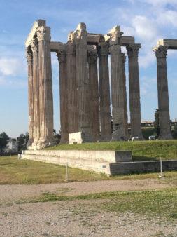 Προ των πυλών βρίσκεται το ηλεκτρονικό εισιτήριο που θα εφαρμοστεί αρχικά σε 11 αρχαιολογικούς χώρους και μουσεία, με το Ολυμπιείο να κάνει την αρχή τον Μάιο και από 1η Ιουνίου να ακολουθούν οι υπόλοιποι χώροι, δηλαδή Ακρόπολη και κλιτύες, Αρχαία Αγορά, Ρωμαϊκή Αγορά, Βιβλιοθήκη Αδριανού, Κεραμεικός, Λύκειο Αριστοτέλους, Κνωσός, Αρχαιολογικός Χώρος και Μουσείο Αρχαίας Μεσσήνης, Αρχαιολογικό Μουσείο Ηρακλείου.