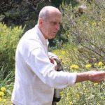 Πέθανε σε ηλικία 88 ετών ο Αντώνης Α. Ζώης, αρχαιολόγος και πανεπιστημιακός. Ο Αντώνης Ζώης γεννήθηκε στο Φοινίκι Θεσπρωτίας το 1930. Σπούδασε στο Πανεπιστήμιο Αθηνών και εκπόνησε τη διδακτορική διατριβή του στο Πανεπιστήμιο του Τίμπιγκεν στη Γερμανία, με θέμα την πολύχρωμη μινωική καμαραϊκή κεραμική.
